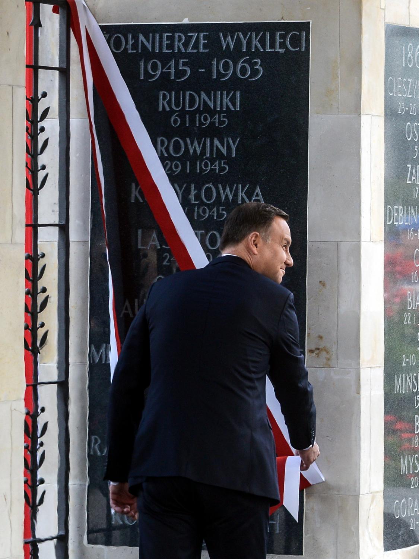 Andrzej Duda podczas uroczystości odsłonięcia tablicy poświęconej \