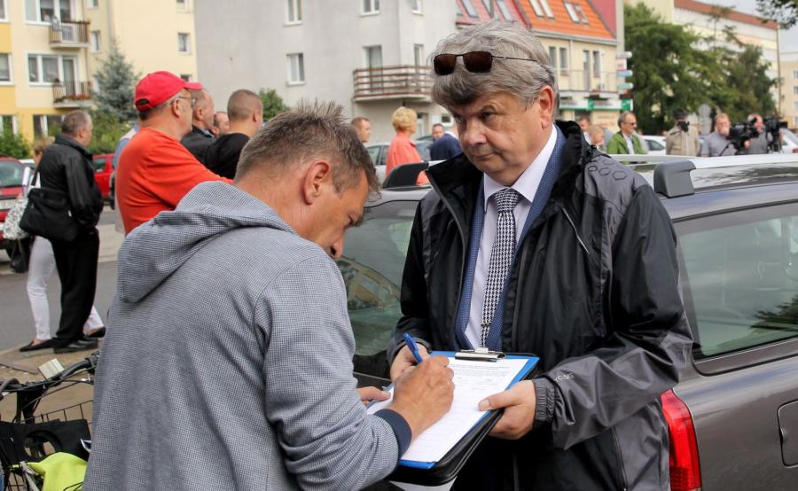 Akcja zbierania podpisów pod petycją w sprawie przywrócenia małego ruchu granicznego między Polską a Federacją Rosyjską w Braniewie