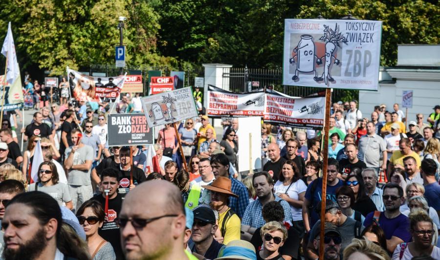 Manifestacja frankowiczów przeszła spod Belwederu pod Sejm