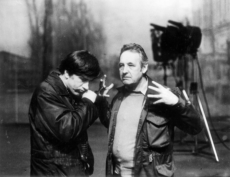 """Andrzej Wajda i Jerzy Radziwiłowicz na planie filmu """"Człowiek z żelaza"""", rok 1981"""