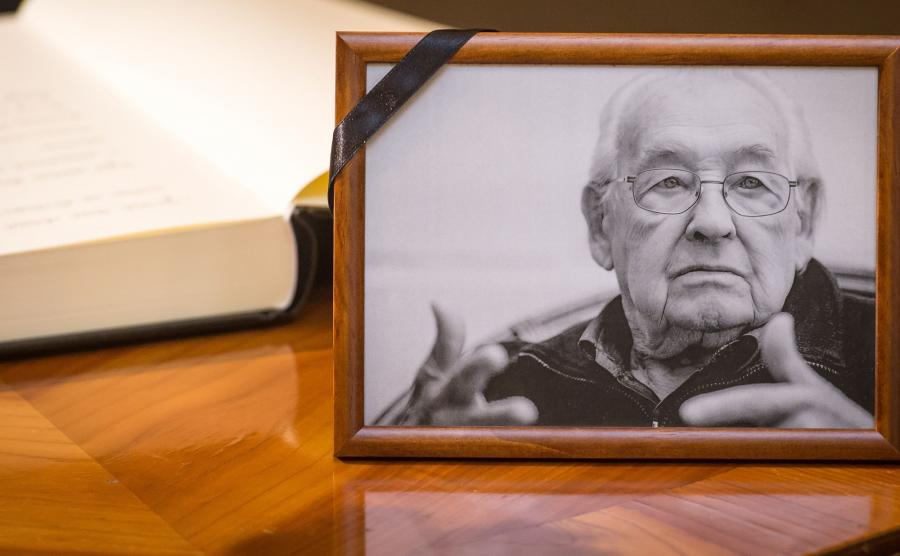 Księgi kondolencyjne po śmierci Andrzeja Wajdy wystawiono w wielu polskich miasta