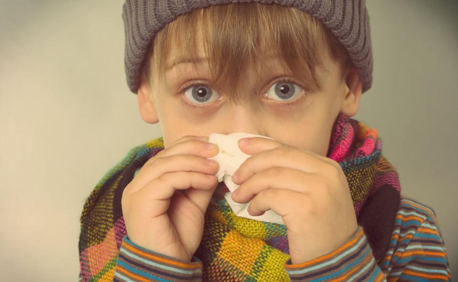 Chłopiec ma katar