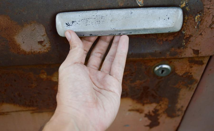 Złomnik potrafi poznać stare auto po klamce?