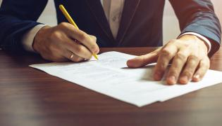 Dokumenty podpisywane przez biznemena