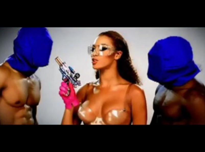 "Beyonce w klipie do kawałka ""Video Phone"""