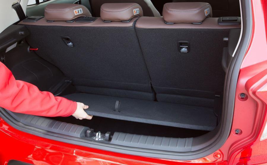 Pojemność bagażnika wynosi 255 l. Kufer ma podwójne dno
