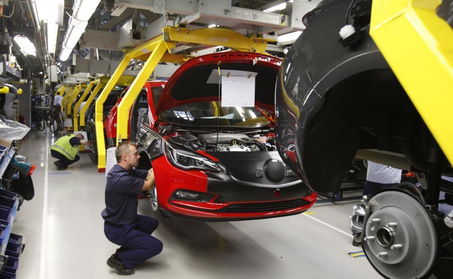 Co Francuzi zrobią fabrykami Opla w Polsce?
