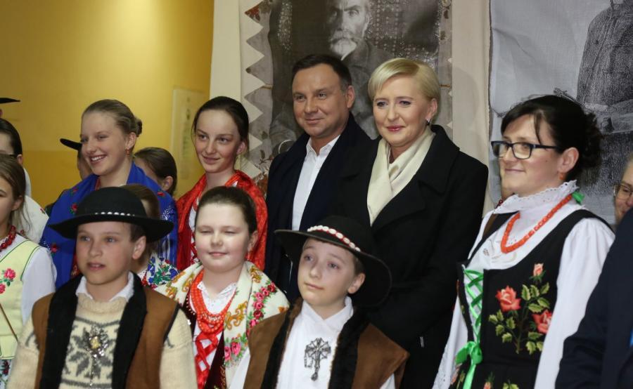 Prezydent Andrzej Duda z żoną Agatą Kornhauser-Dudą wziął udział w koncercie Dudaski Tłusty Czwartek