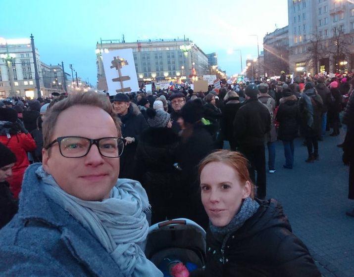 Maciej Stuhr z żoną Katarzyną na Strajku Kobiet